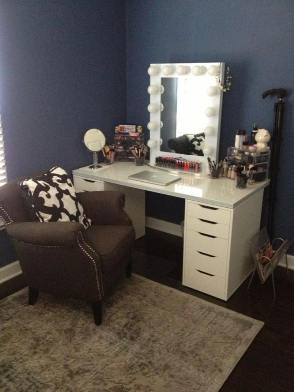 bedroom vanity set with lights around mirror 19 - gongetech