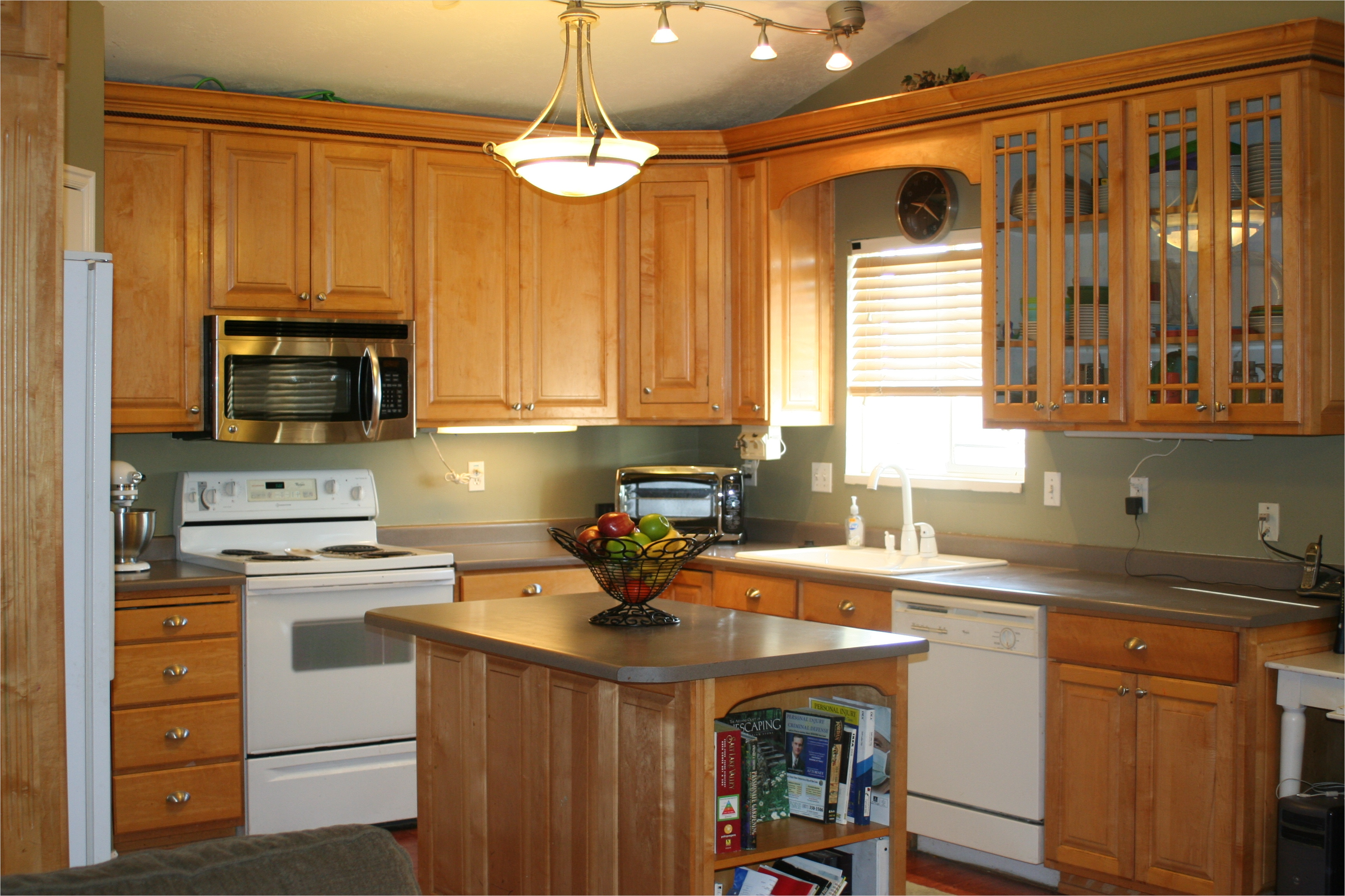 kitchen with maple cabinets color ideas 15 - Gongetech